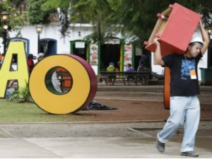 Na tarde de terça-feira, funcionários ainda faziam os últimos ajustes - André Teixeira / Agência O Globo