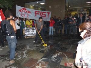 Manifestação pediu a liberdade dos manifestantes presos no Rio. Foto: Hanna Gledyz