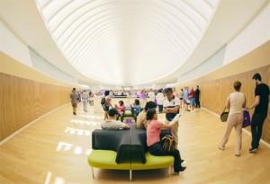 Prédio principal da Universidade Politécnica da Flórida foi desenhado pelo arquiteto espanhol Santiago Calatrava (Foto: Reuters/Divulgação/Universidade Politécnica da Flórida)