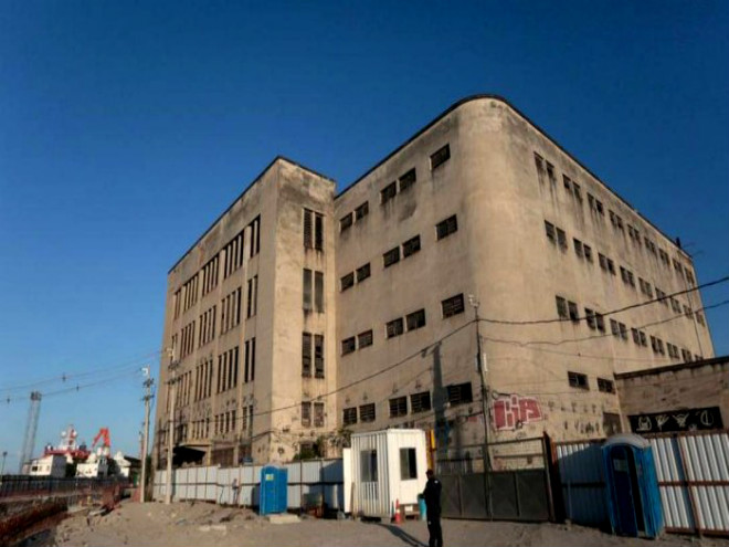 Edifício da Biblioteca Nacional na Zona Portuária: depósito tem obras em mau estado de conservação - Pedro Kirilos / Agência O Globo