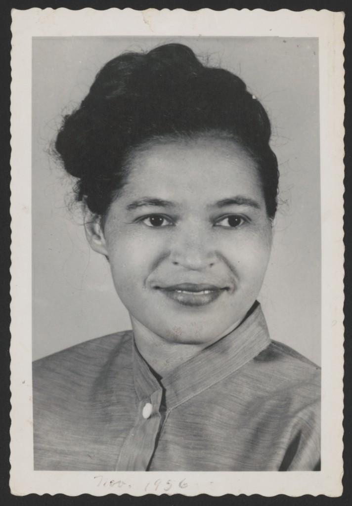 Rosa Parks em novembro de 1956 – Foto: Library of Congress, cortesia de Rosa and Raymond Parks Institute for Self Development