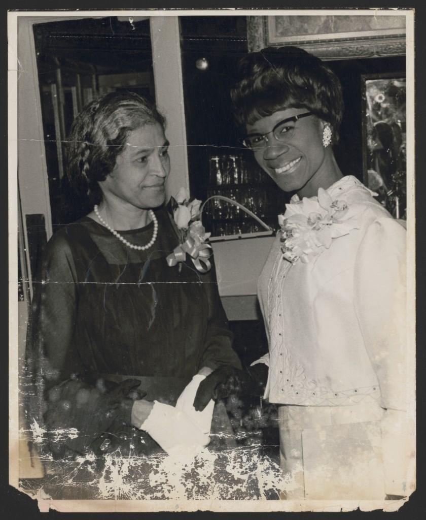 Rosa Parks e a congerssista Shirley Chisholm, em 1968. Fotógrafo não identificado – Foto: Library of Congress, cortesia de Rosa and Raymond Parks Institute for Self Development