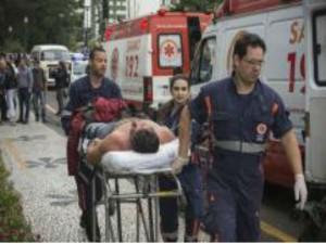 Pelo menos 45 manifestantes foram levados para unidades de Pronto Atendimento (UPAs) e hospitais da regiãoGabriel Rosa/Divulgação/Prefeitura de Curitiba