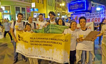 Movimento Abre Biblioteca Rio na manifestação promovida pelas centrais sindicais no Centro do Rio. Foto: Hanna Gledyz/Agência Biblioo