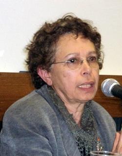 Para Silvia Castrillón a ideia de professor assumindo bibliotecas á algo impopular entre os bibliotecários