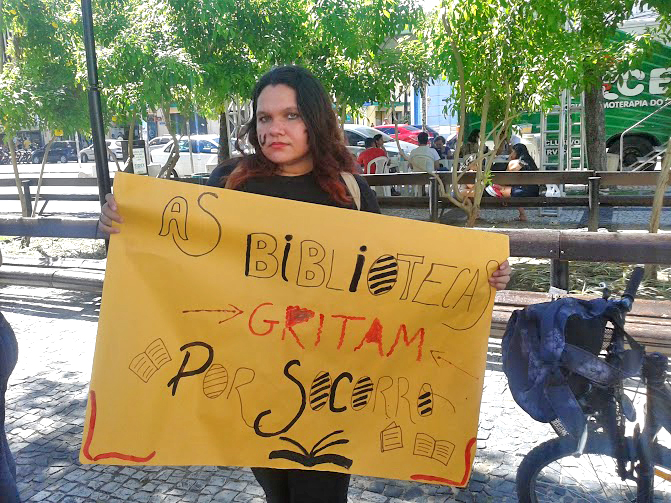 Thaiana Barros, estudante de Biblioteconomia da UFC.