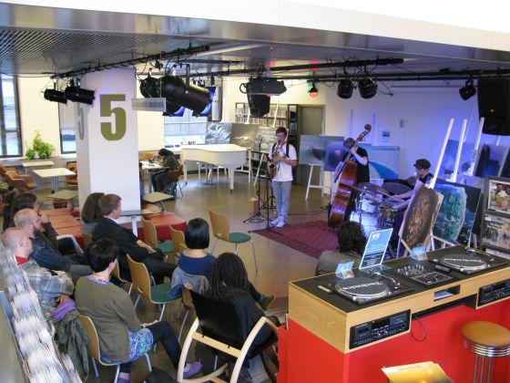 Um concerto na Biblioteca 10 de Helsinki.