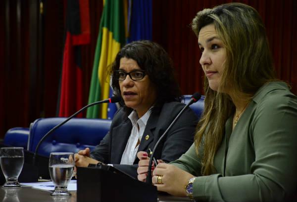 Deputada Camila Toscano (PSDB/PB), à direita, autora do projeto. Foto: site da ALPB.