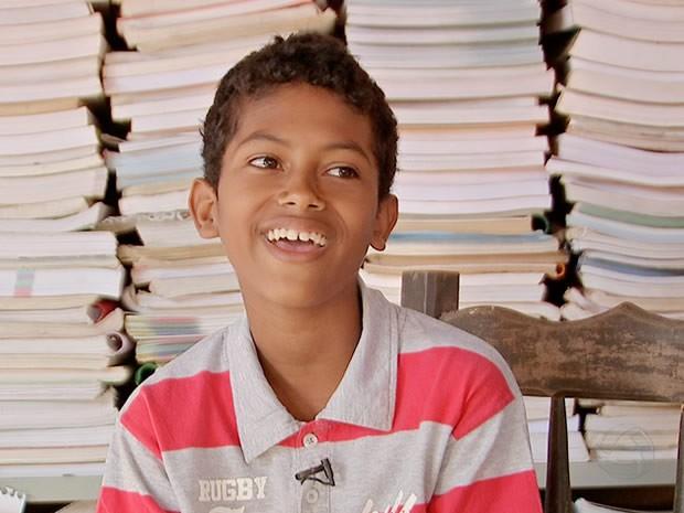 Jefferson Gabriel da Silva Melo sonha em construir uma biblioteca no Distrito de Bonsucesso. (Foto: Reprodução/TVCA)