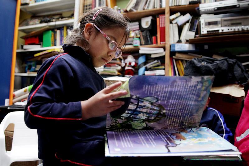 """Biblioteca comunitária """"A Força das Palavras"""" em Bogotá. Foto: EFE/Leonardo Muñoz"""