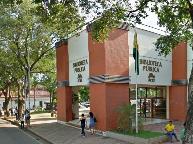 Biblioteca funciona atualmente das 7h30 às 21h30, em Rio Branco (Foto: Reprodução/Google Maps)