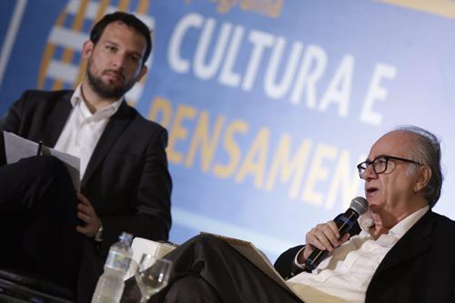 Secretário de Políticas Culturais do MinC, Guilherme Varella, media aula de Boaventura de Sousa Santos (Foto: Lia de Paula - Ascom/MinC)