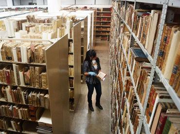 No meio da guerra, a leitura é um oasis para os habitantes. NTX / ESPECIAL