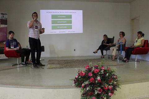 Mesa discutiu inovação e atuação profissional em Biblioteconomia Foto: Chico de Paula / Agência Biblioo