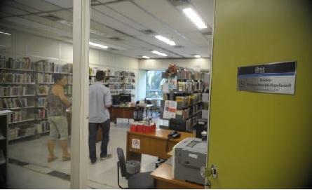 Na Biblioteca Popular Abgar Renault, no interior do prédio da Prefeitura, na Cidade Nova, o acervo tem cerca de 10 mil livros e apenas uma mesa com quatro cadeirasTomaz Silva/Agência Brasil