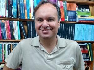 Daniel Bicalho atua há 25 anos no mercado de livros em Divinópolis (Foto: Ricardo Welbert/G1)