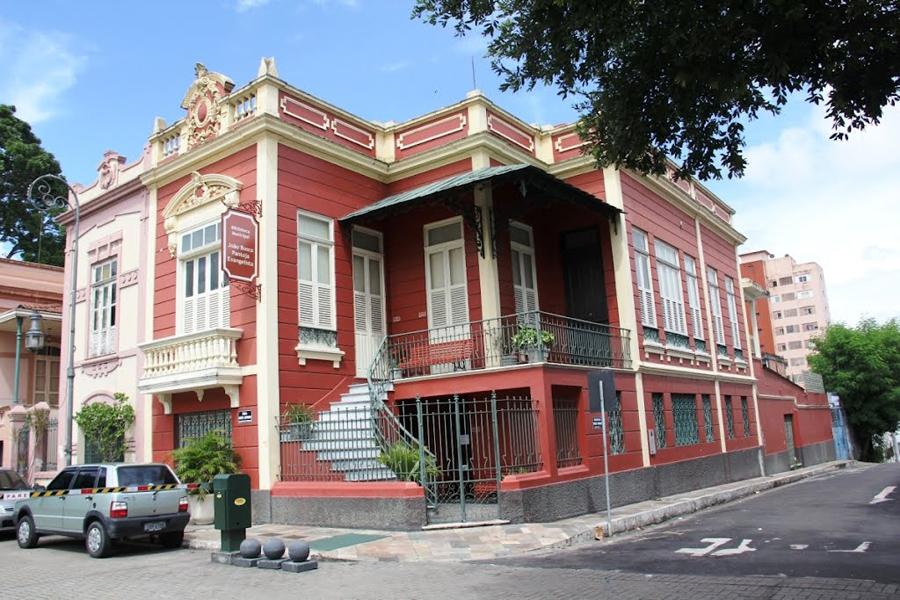 Biblioteca Municipal João Bosco Pantoja Evangelista em Manaus-AM. Foto: panoramio.com.