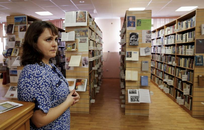 Funcionária da biblioteca ucraniana, Tatyana Muntyan. Foto: Reuters.