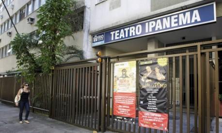 Fachada do Teatro Ipanema - Hudson Pontes / O Globo