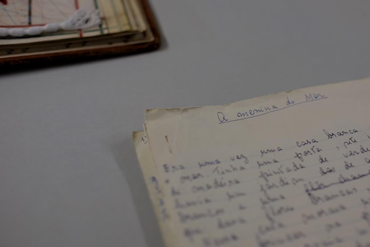 """Manuscrito de Sophia de Mello Breyner Andresen: """"A Menina do Mar"""", Biblioteca Nacional de Portugal, Lisboa. Foto: publico.pt."""