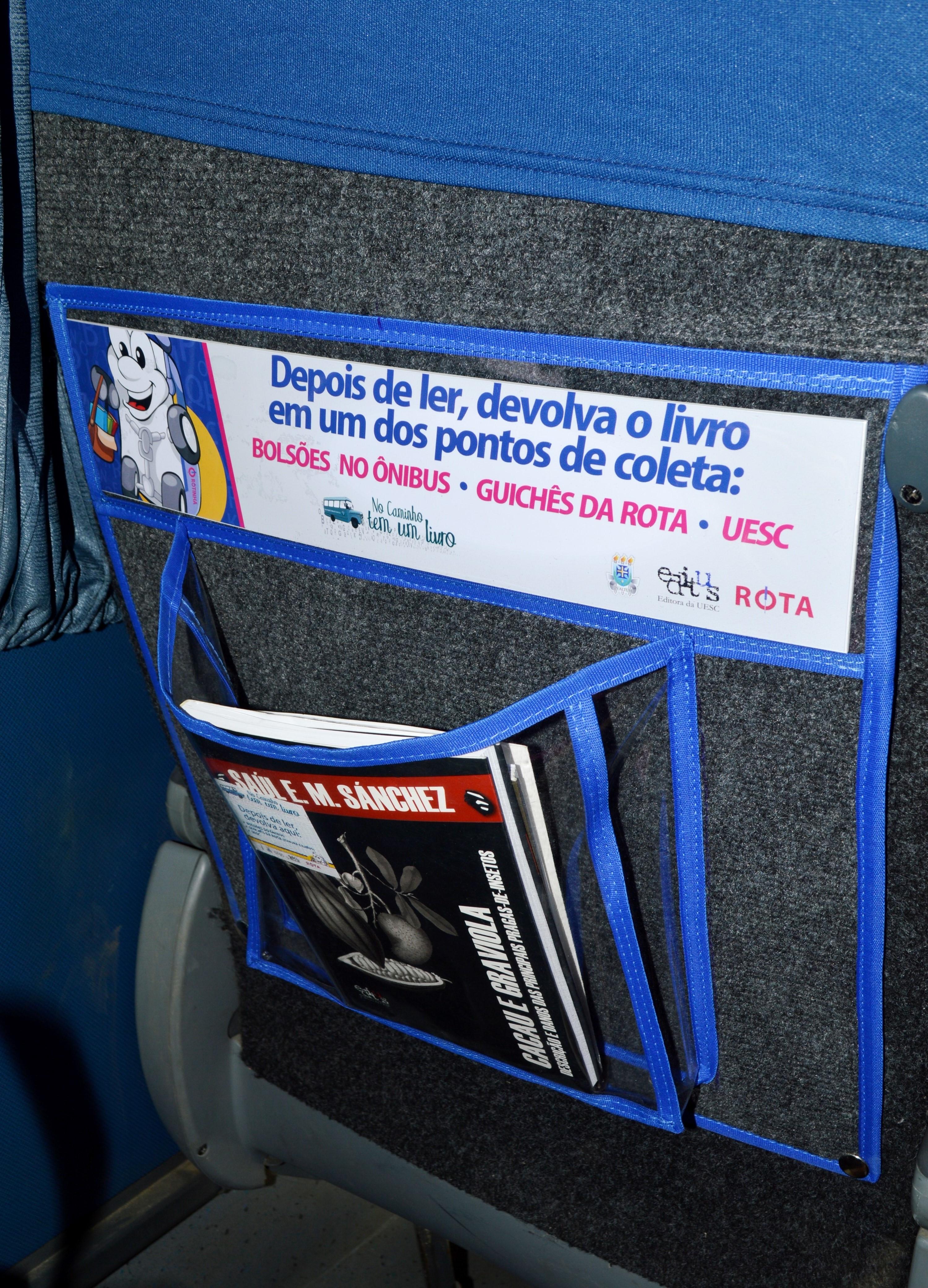 Nos bolsões dos ônibus, livros de diversas áreas