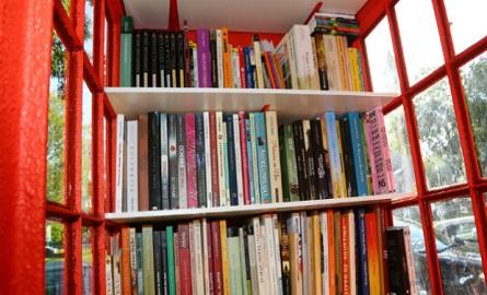 cabine-transformada-em-biblioteca-2