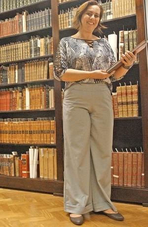 Diretora da Luiz de Bessa, Alessandra Gino já presenciou casos curiosos na biblioteca