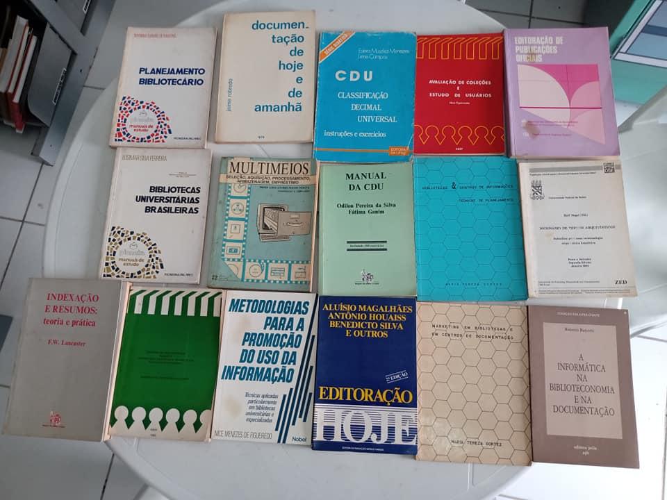 Doações de livros da área de Biblioteconomia recebidos de colegas de profissão